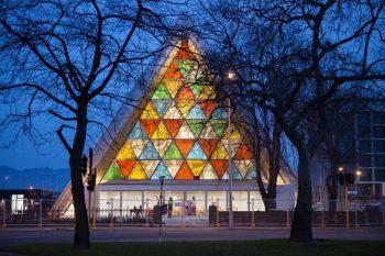建築家:坂茂の紙のカテドラルとは?紙で出来た神建築物や作品をご紹介!