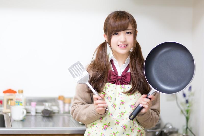 レシピ紹介する女性