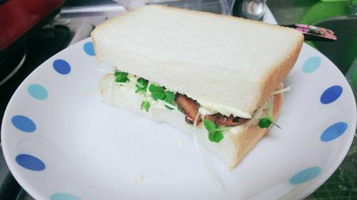 漫画飯「パンと僕のモモちゃん」の包丁・火を使わない朝ごパンレシピ!