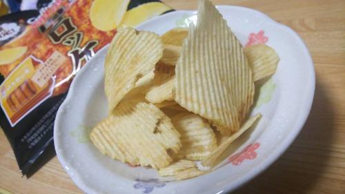 肉コロッケ味 ポテトチップス
